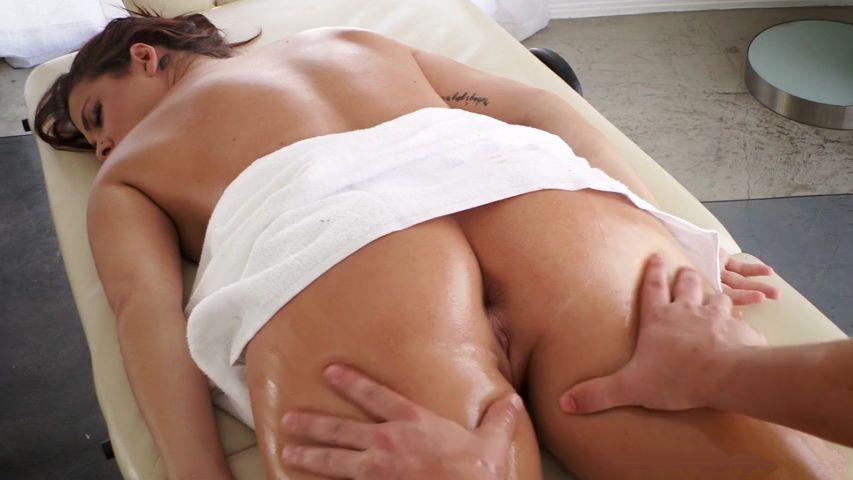Секс с массажистом на кушетке фото 378-432