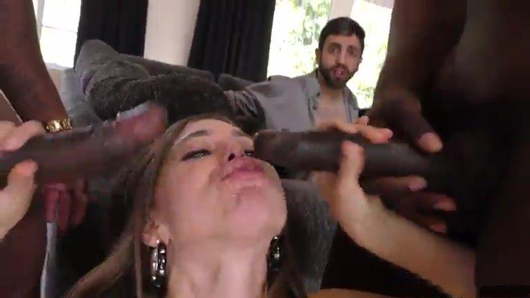 порно жена изменяет в ресторане